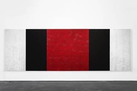 Mary Corse, Untitled (White, Black, Red, Beveled), 2019 Glass microspheres in acrylic on canvas, 78 x 216 inches © Mary Corse, courtesy Kayne Griffin Corcoran